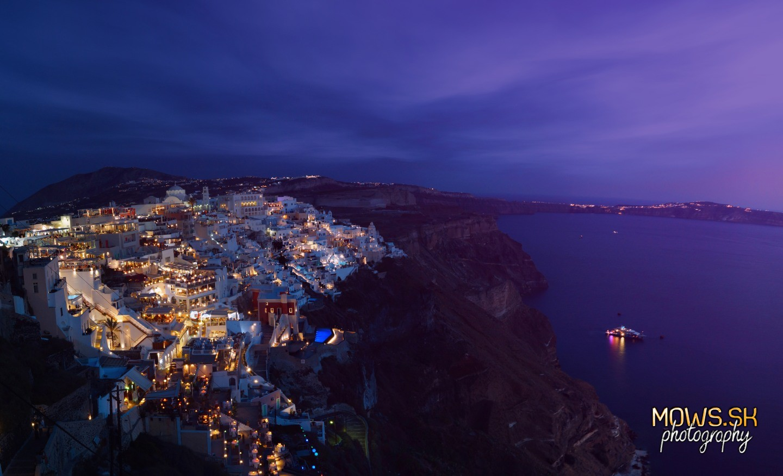 Nočná Fira na Santorini