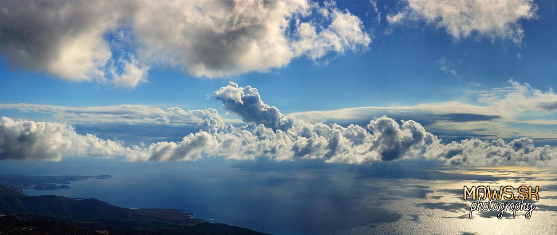 Ostrov Kasos za oblakmi